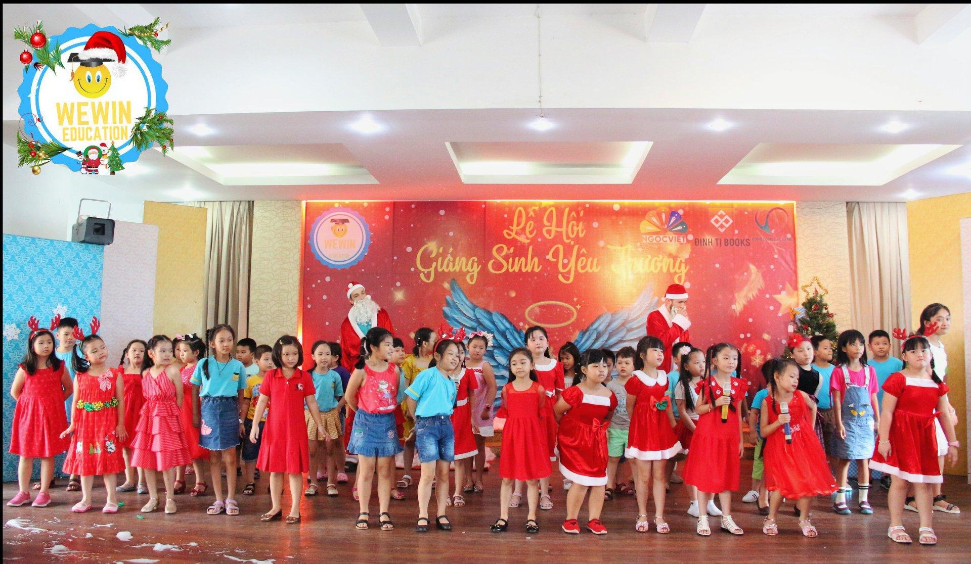 Sự kiện Giáng Sinh Yêu Thương được WeWin tổ chức mang lại nhiều niềm vui cho các em
